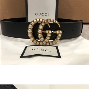 Pearl Buckle Gucci Leather Belt